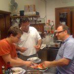 amici in cucina