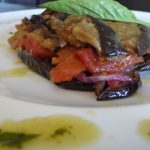 parmigianino-con-melanzane-gratinate-e-pomodoro-fresco
